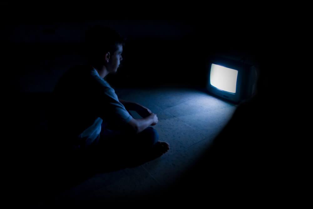 cognitive dissonance devaluation distraction television